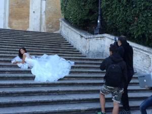 BIANCA BALTI, SET FOTOGRAFICO TRA LE STRADE DI ROMA